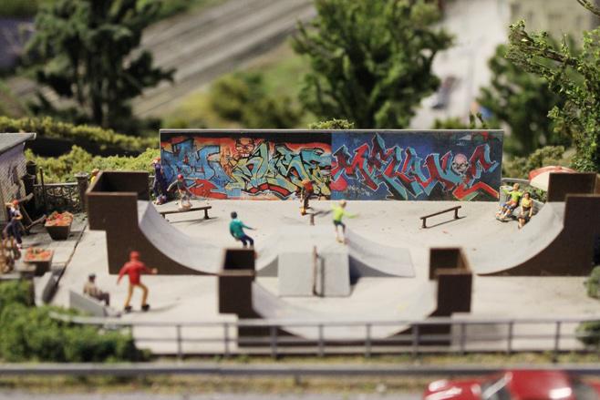 Graffiti op de modelspoorbaan