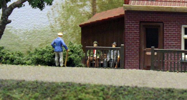 modelspoor figuren op bankje