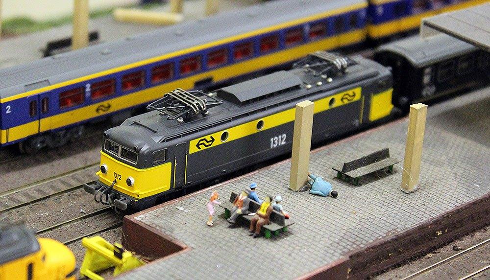 Modeltreinen dienstregeling