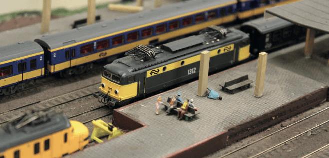 Een dienstregeling voor de modelspoorbaan ontwerpen