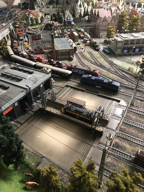 Lokverzorging in Rotterdam met een rolbrug digitaal