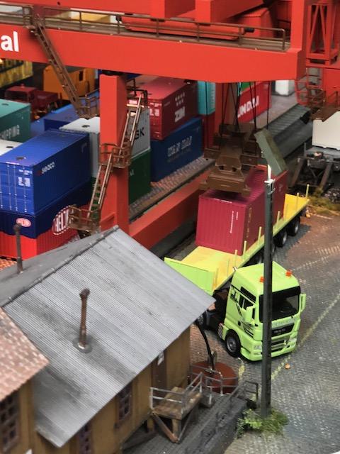 de echt werkende containerkraan